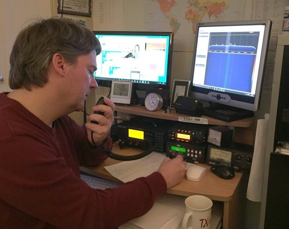 Pete M0PSX, working MX0SXA for the 2m Essex Activity Day - Nov 2015