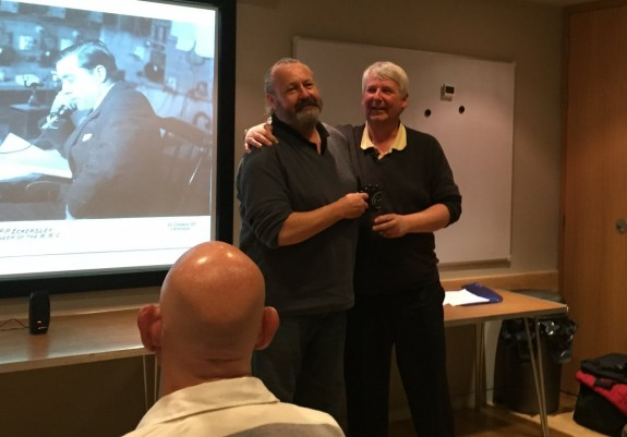 Chris G0IPU presenting Tim Wander with a CARS mug