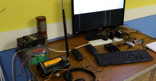 Peter G0DZB with the Elecraft and a Raspberry Pi on 40m