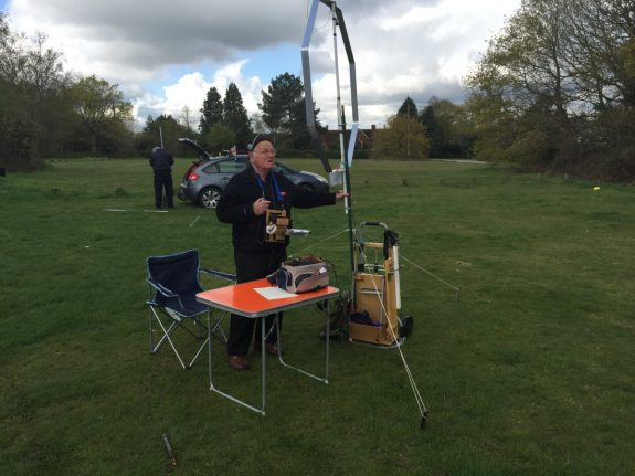 Tom G0SBW and his mag loop at Galleywood Common