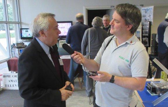 Pete M0PSX talking to Kempton Radio Rally organiser Paul M0CJX