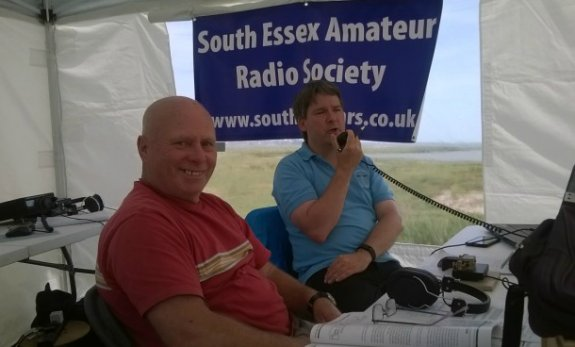 Bob M6RMU and Pete M0PSX on Canvey Island, in QSO with Johannes DL8DJM at 43,000ft