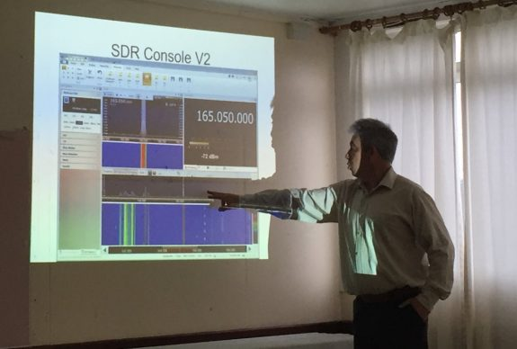 Paul 2E0DNQ demonstrating SDR software