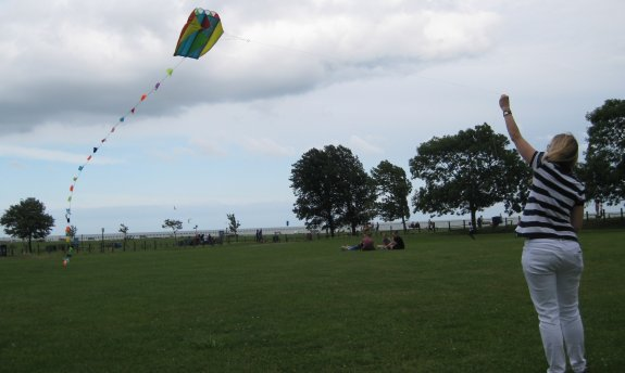 Sarah M6PSK flying a kite at Showbury East Beach