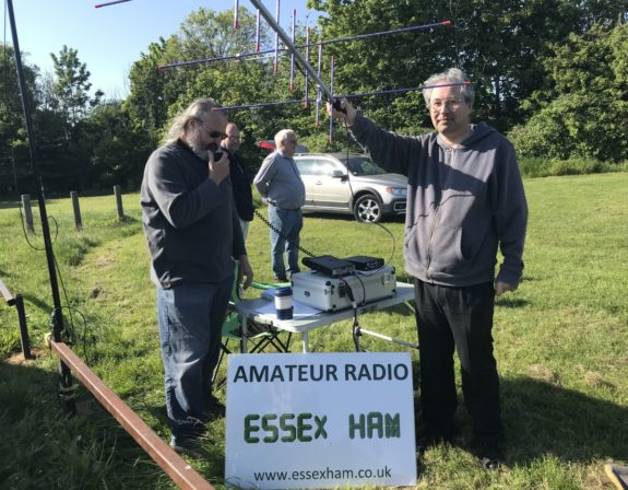 Chris G0IPU working the Isle of Wight on 2m, with Andy from Southend Tech pointing South