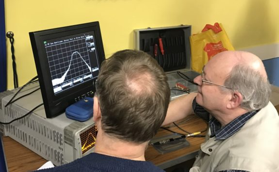 Mike G4NVT at the controls of his trusty analyser