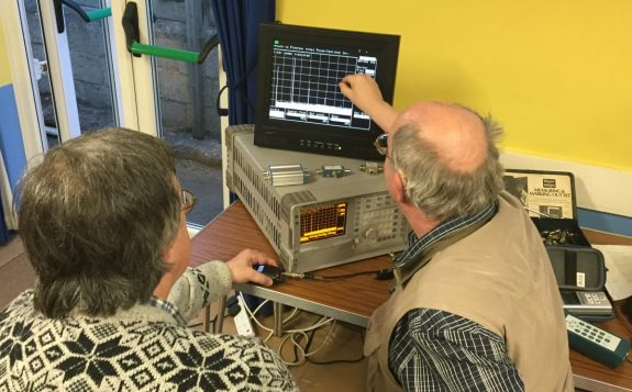 Mike G4NVT checking the harmonics of William's Baofeng