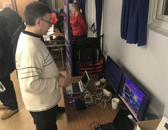 Murray G6JYB, with his SDR demo at November 2017 Skills Night