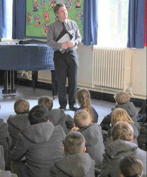 Pete M0PSX talking to Year 4 and 5 at St Michael's about the ISS